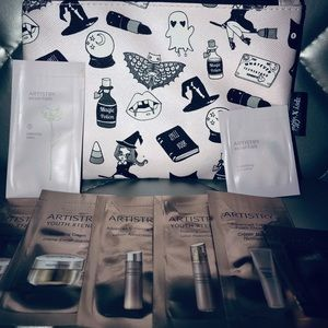 ipsy Bags - Makeup bag with 8 artistry skincare samples